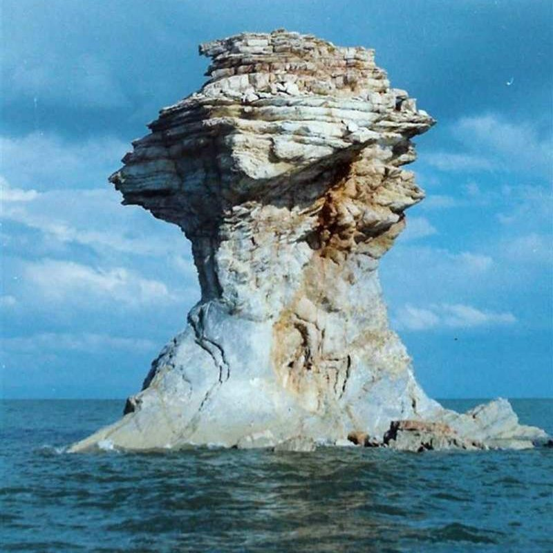 Osman-fist-the-smallest-island-of-Urmia-Lake-height-is-10-meters